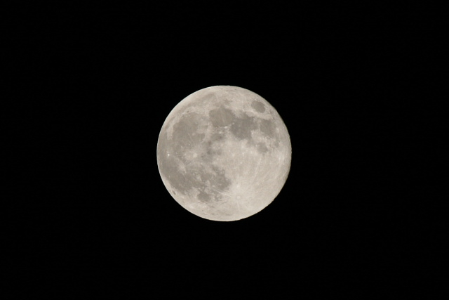 今日の満月_f0037633_22314177.jpg