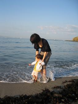 はじめて海に入りました_d0080906_9132211.jpg