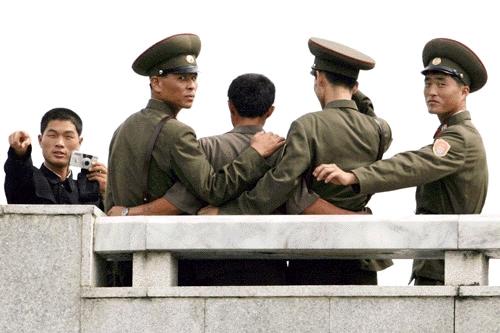 韓国と北朝鮮の非武装地帯である江原道華川付近で北朝鮮軍5人が7日、韓国側... お昼休みに読むニ