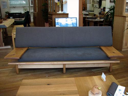 薪ストーブにはこのソファがおすすめ!_f0108852_21122237.jpg