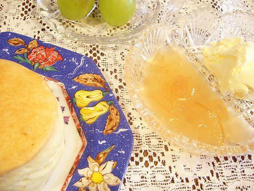 大倉陶園 ブルーローズ と 双子ちゃん 目玉焼きで  朝ごはん。。。.゜。*.。♡_a0053662_973518.jpg