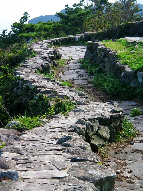展望台の周りの石畳。かなりの高所ですが、特に柵などは設けられてなく、高所恐怖症の人には怖い場所かも知れませんね
