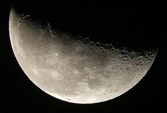 上る月(月齢21.6)_e0089232_1312920.jpg