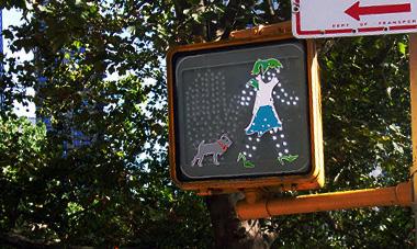 「進め」が微妙にファッショナブルな歩行者用信号機_b0007805_1553833.jpg