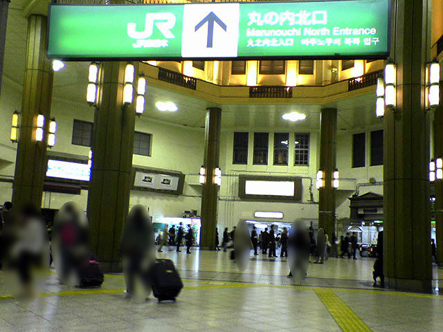 振動力発電「発電床」 東京駅丸の内北口_a0016730_23171320.jpg
