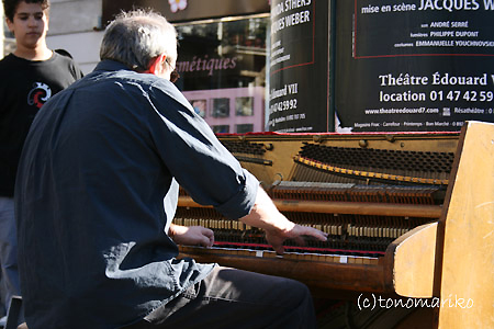街頭のジャズピアニスト_c0024345_1505094.jpg