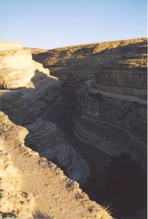 チュニジア 旅日記9 (塩湖から谷へ)_f0059796_0274928.jpg