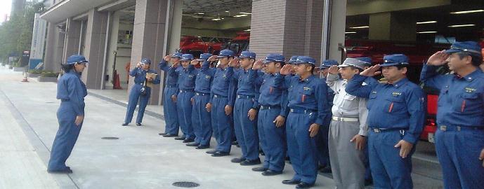 マケドニアの消防士_c0026627_10443098.jpg