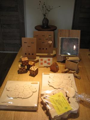 女性作家さんの作る木の小物たち_b0100229_14375588.jpg