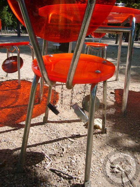 ■街角のアート(リュクサンブルグ公園、パリ)_a0008105_1752032.jpg