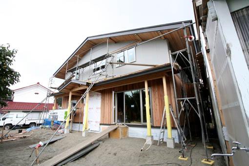 Q1藤里の家09 : 外装と屋根通気層_e0054299_9263891.jpg