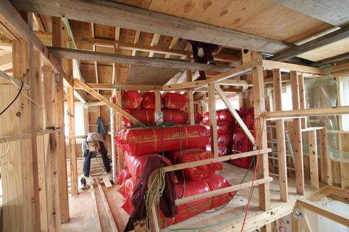 Q1藤里の家09 : 外装と屋根通気層_e0054299_9265018.jpg