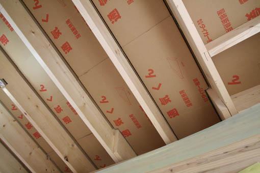 Q1藤里の家09 : 外装と屋根通気層_e0054299_9273781.jpg
