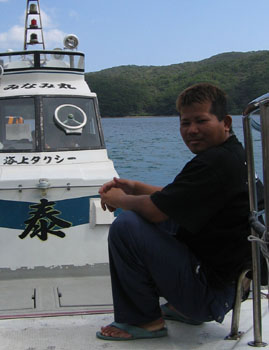 海上タクシー「泰丸」の勝仁さん_e0028387_20502451.jpg