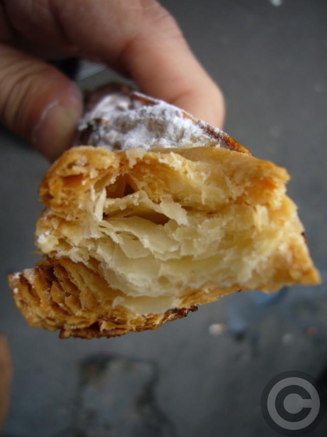 ■街角のパン屋(パリ)_a0014299_1747583.jpg