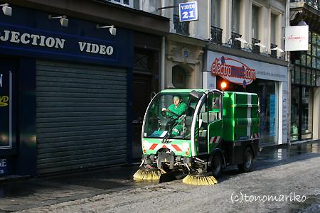 パリのごみ掃除機隊_c0024345_2257270.jpg