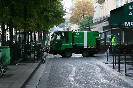 パリのごみ掃除機隊_c0024345_22574496.jpg