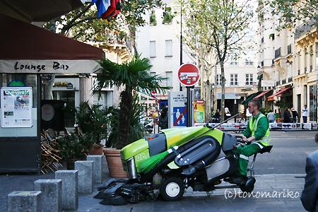 パリのごみ掃除機隊_c0024345_22575967.jpg
