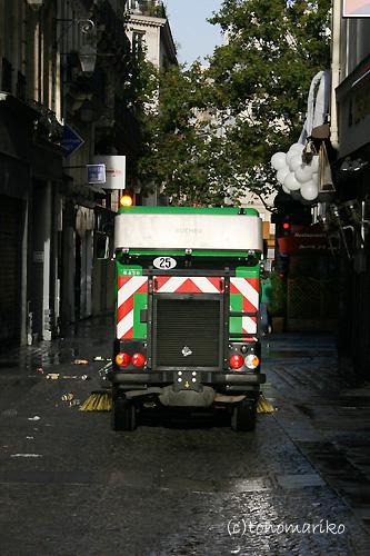 パリのごみ掃除機隊_c0024345_22581259.jpg