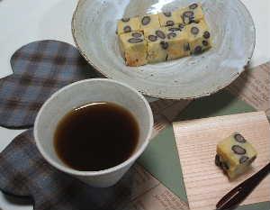 高野豆腐の黒豆もちもち!_e0086864_2244583.jpg