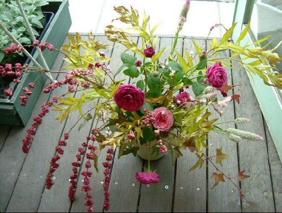 オークリーフ花の教室(金色に色づいた丁子の葉をつかって)_f0049672_8565713.jpg