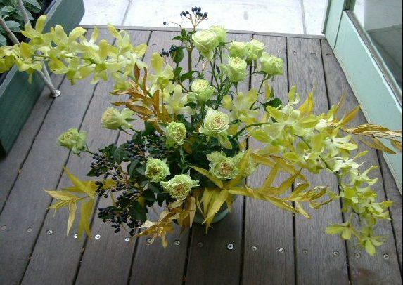 オークリーフ花の教室(金色に色づいた丁子の葉をつかって)_f0049672_857454.jpg