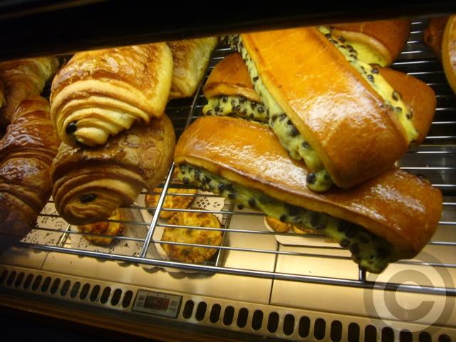 ■最近通ってます・・・このパン屋(パリ14区75014PARIS)_a0014299_18353893.jpg