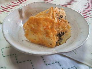 沖アミエビでチーズせんべい!_e0086864_23402958.jpg