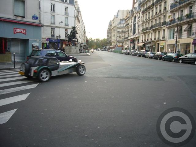 ■街角の車(パリ)_a0008105_1925019.jpg
