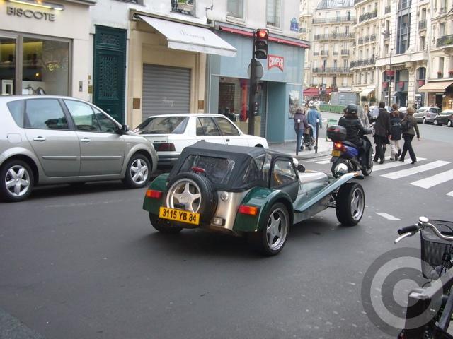 ■街角の車(パリ)_a0008105_1931867.jpg