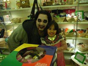 ハロウィーンで子供がいっぱいです!_f0088456_13321092.jpg