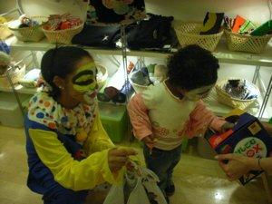 ハロウィーンで子供がいっぱいです!_f0088456_13324956.jpg