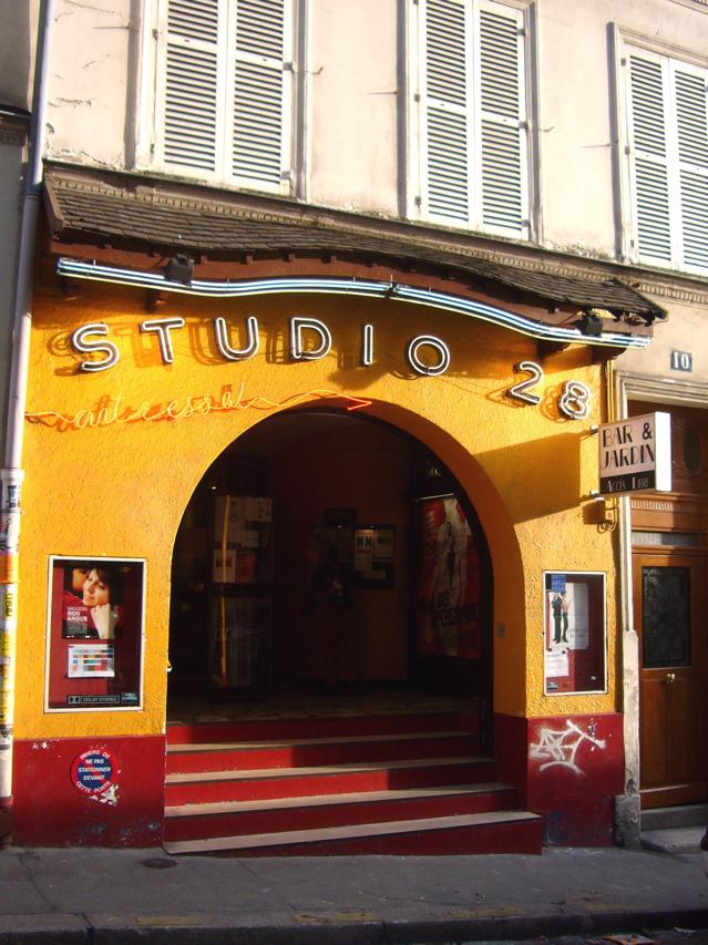 ■街角の映画館(パリ)_a0008105_2146968.jpg