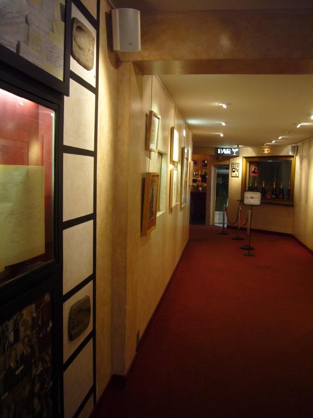 ■街角の映画館(パリ)_a0008105_2147950.jpg