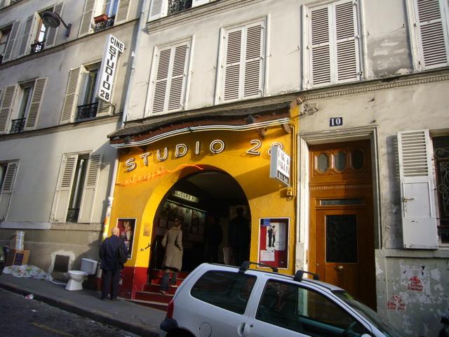 ■街角の映画館(パリ)_a0008105_21482227.jpg