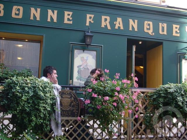 ■街角のレストラン(モンマルトル界隈、パリ)_a0014299_20584787.jpg
