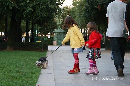 2人でたまには仲良くお散歩_c0024345_10305474.jpg