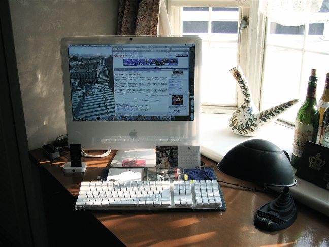 これが購入したiMacです。_c0105534_2215302.jpg