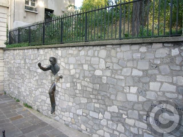 ■街角のオブジェ(モンマルトル界隈、パリ)_a0008105_614444.jpg