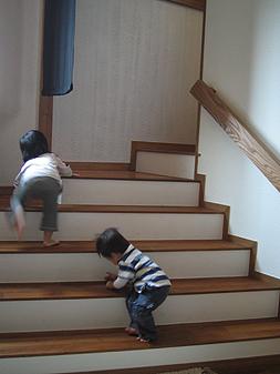 子どもと階段_d0080906_959665.jpg