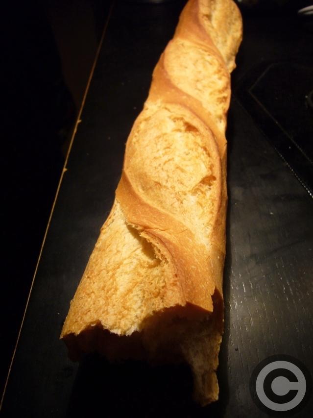 ■おいしいパン屋のパン・オ・ショコラ(パリ)_a0014299_18395147.jpg