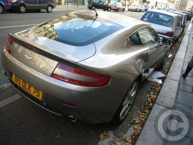 ■街角の車(パリPARIS)_a0008105_8412551.jpg