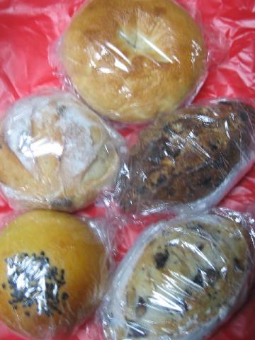 パン食べてがんばるぞー。_b0065587_2374835.jpg
