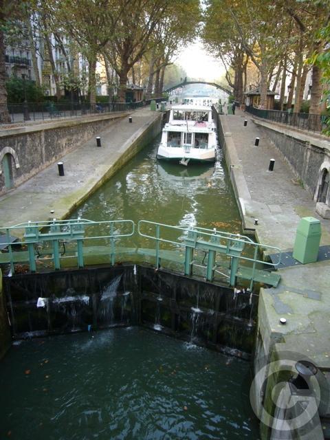 ■秋のサン・マルタン運河Canal Saint-Martin(PARIS)_a0008105_16491121.jpg