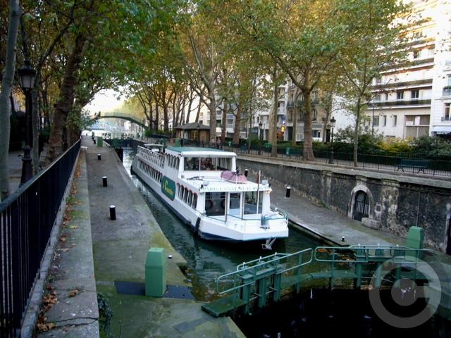 ■秋のサン・マルタン運河Canal Saint-Martin(PARIS)_a0008105_16494941.jpg