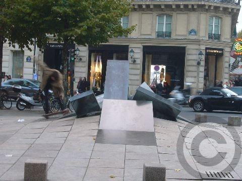 ■街角のフォンテーヌ(パリ)_a0008105_64930.jpg