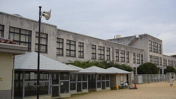 犬上郡の豊郷小学校_c0094541_1247553.jpg