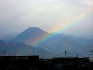 有明山にかかる虹_c0094442_16514423.jpg
