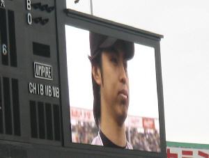 スクリーンに映しだされた井川選手の顔のアップ。