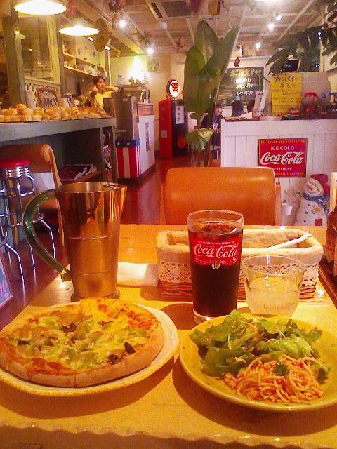 ● カリッとふわふわピザ ー カリフォルニアピザ101(呉魚見山トンネル付近)_a0033733_1256712.jpg